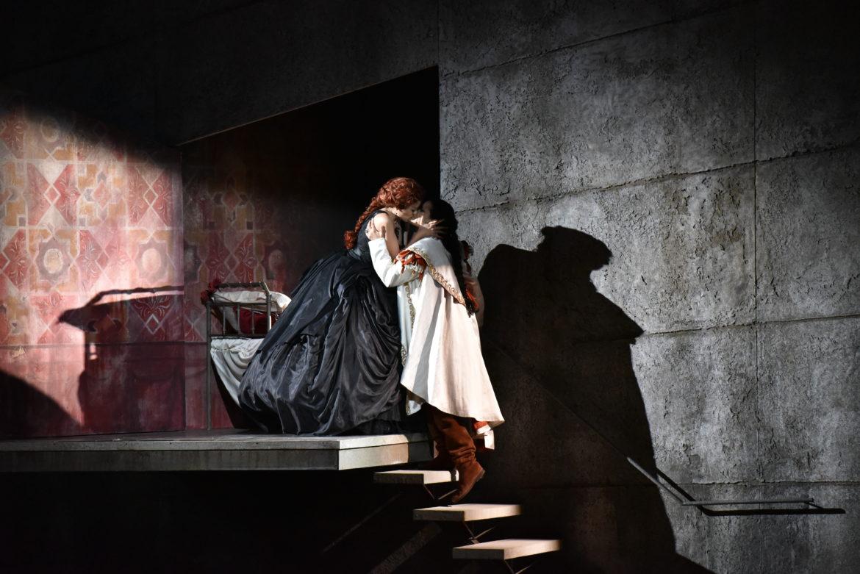 Festival della Valle d'Itria_Ph Fabrizio Sansoni_Leonor Bonilla (Giulietta) e Raffaella Lupinacci (Romeo)